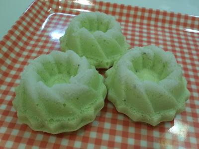 Steamed Mini Pandan Sponge Cake aka Puteri Ayu