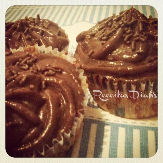 Cupcake de laranja com cobertura de brigadeiro