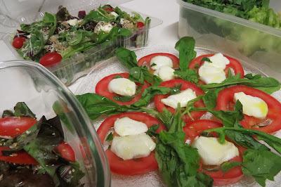 Salada é sempre uma saudável, gostosa e variada opção em nossa mesa!