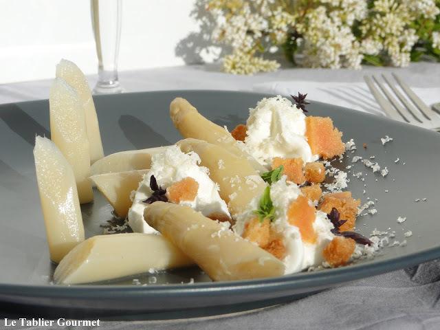 L'entrée 1 etoile de Christophe Hay : asperge, mousse de fromage de chèvre, croûtons et poutargue !