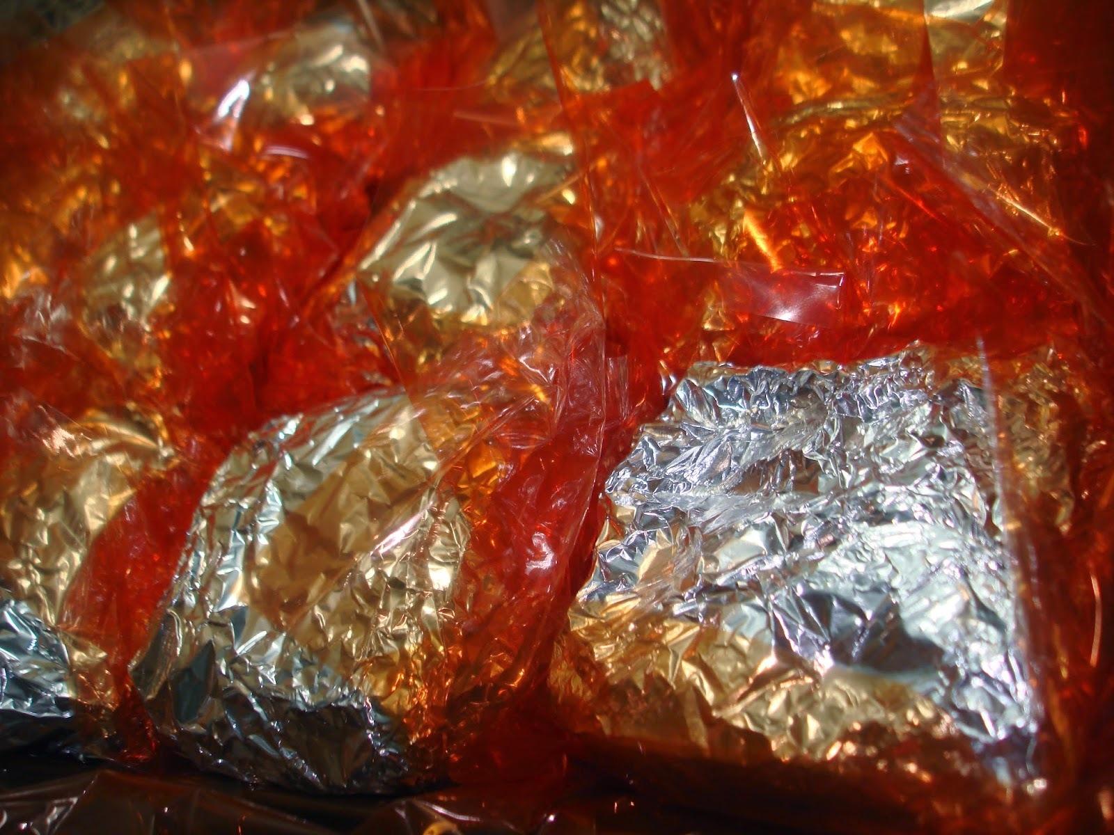 Bolinho de coco em porções individuais: embrulhados no papel alumínio ou em forminhas.
