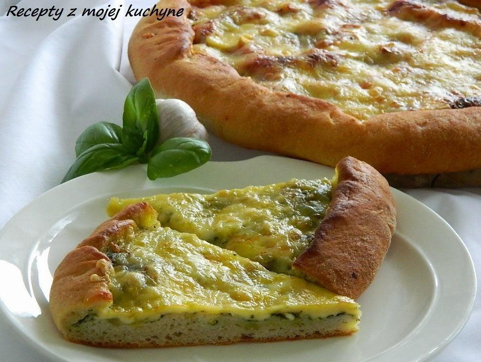 Slaný koláč s bazalkou a syrom