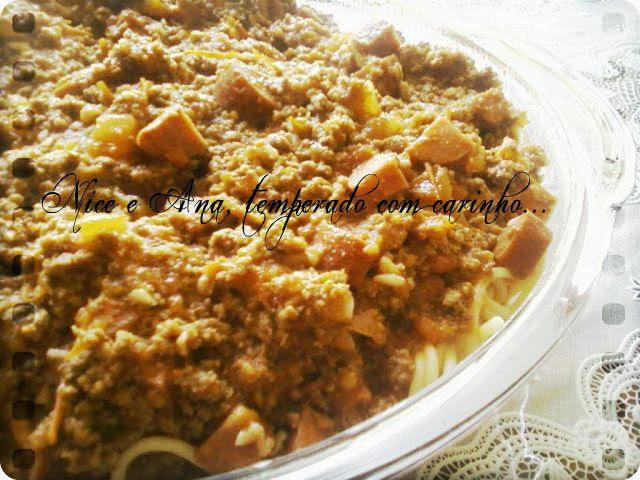 Espaguete ao Molho de Carne e Linguiça