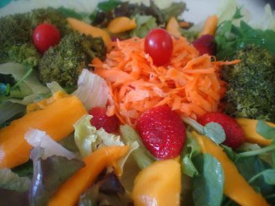 salada crua verduras coloridas