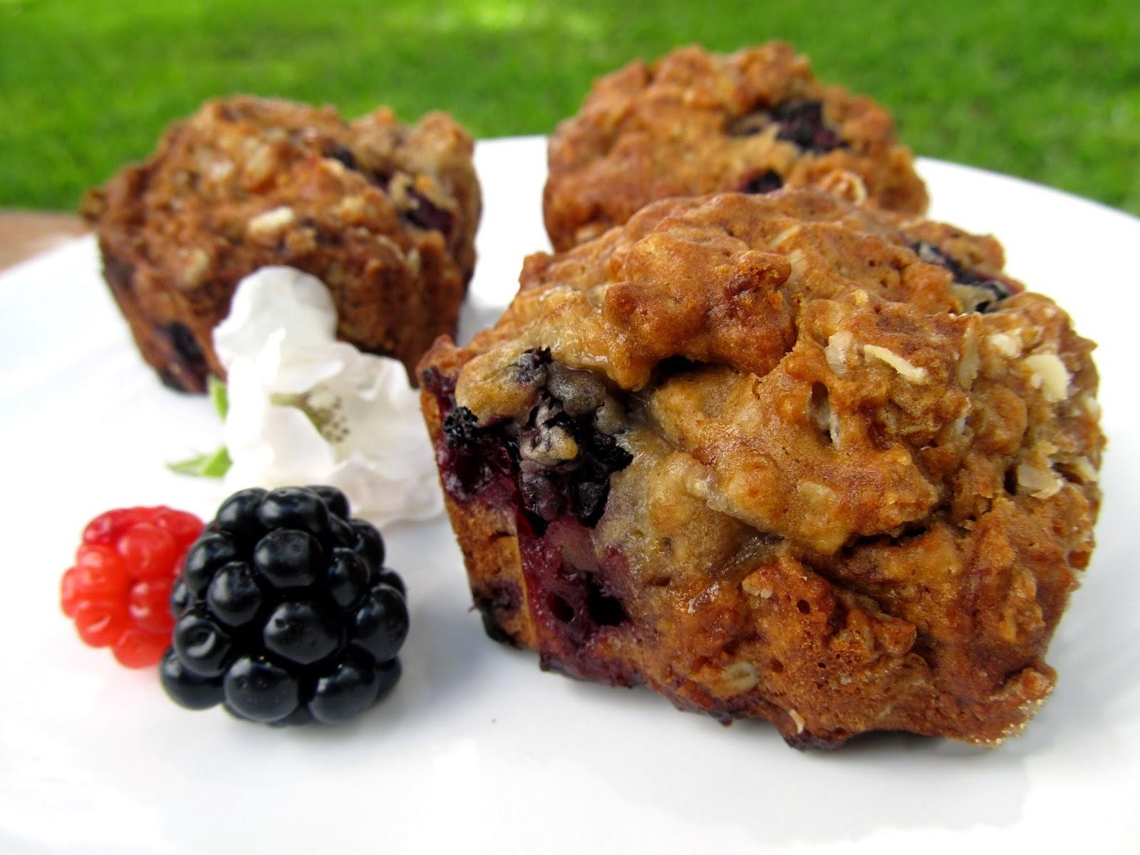 Muffins de banana e amora para o café da manhã