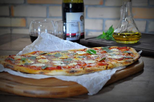 Pizza rústica, caprese