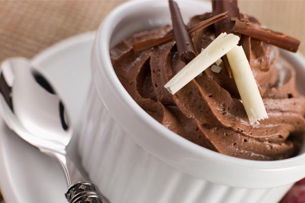 mousse de chocolate simples sem ovos e com chocolate em barra