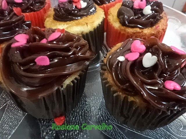 Cupcakes de   chocolate branco e parceria A. Gomes