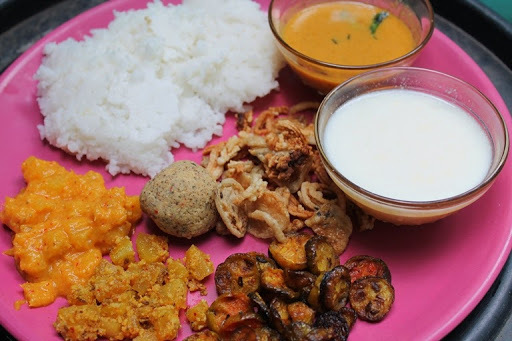 Lunch Menu 4 - Vendaikai Pulikari, Kovakkai Poriyal, Papali Thoran, Green Gram Thogayal & Kilangu Kootu