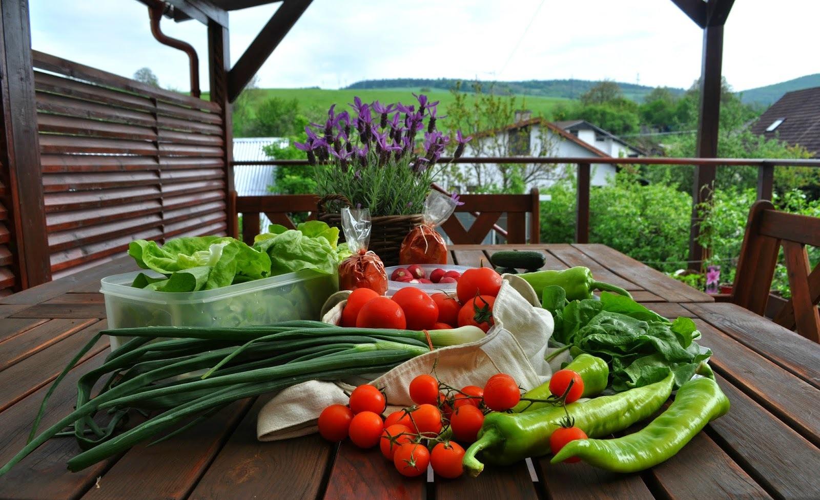 green detox salad a hurá na trhy