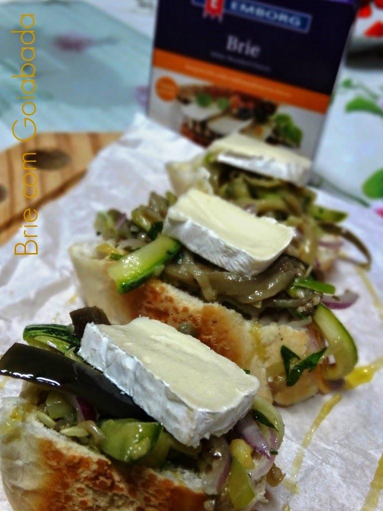 Salada de Berinjela e Abobrinhas com Queijo Brie