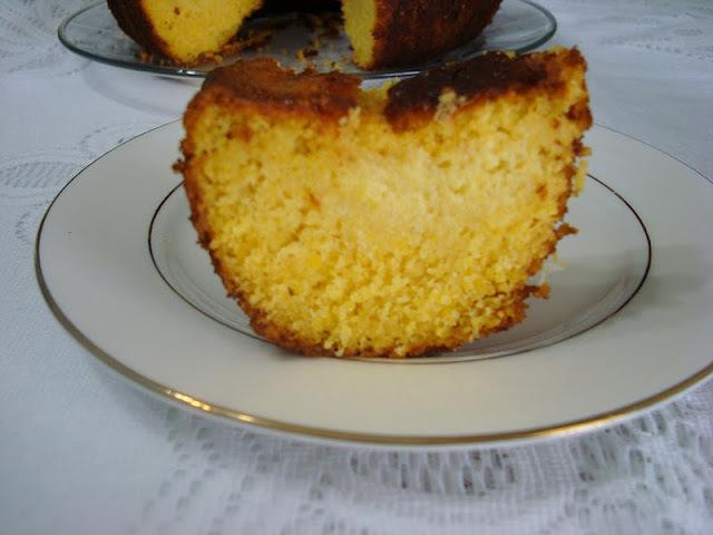 como fazer bolo fofo numa forma grande