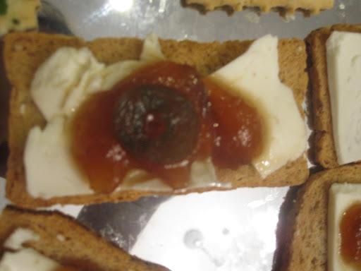 Canapés de queijo fresco e doce de Pera