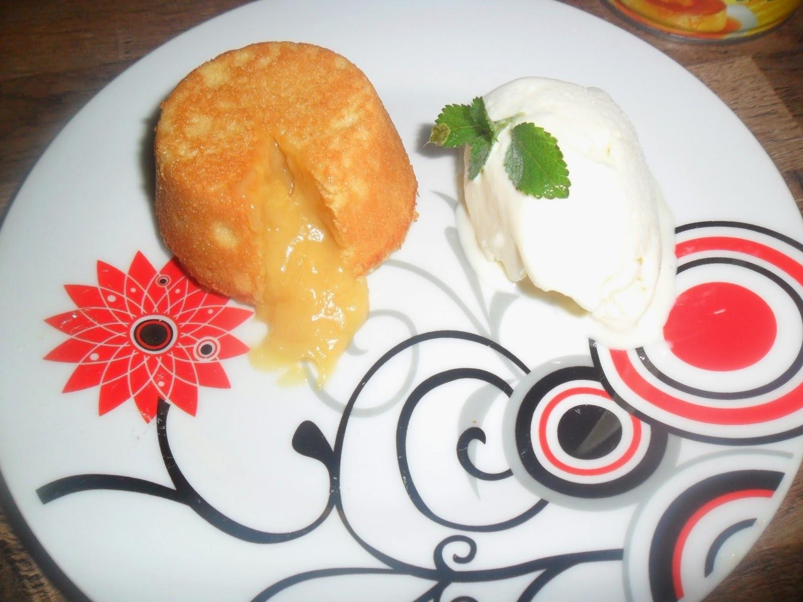 Petit gateau de doce de leite com sorvete de cupuaçu