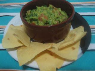 Tortillas, guacamole e chutney de manga