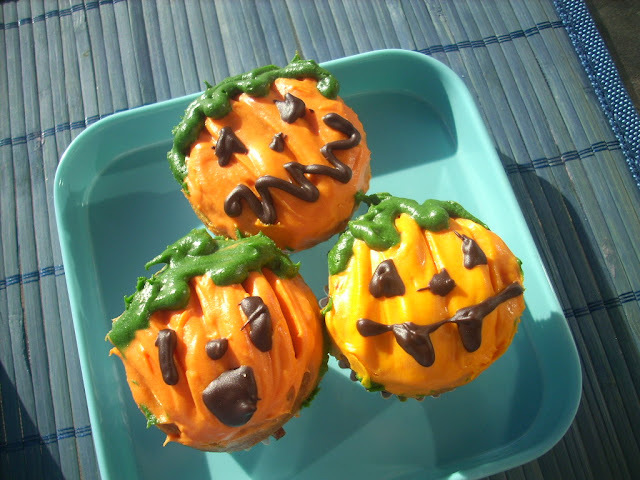 Pumpkin and maple little jack-o'-lantern cakes (Happy Halloween)