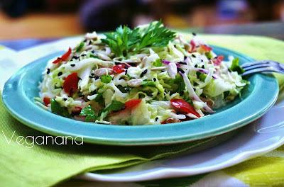 Salada de Repolho com Gergelim e Sementes de Girassol