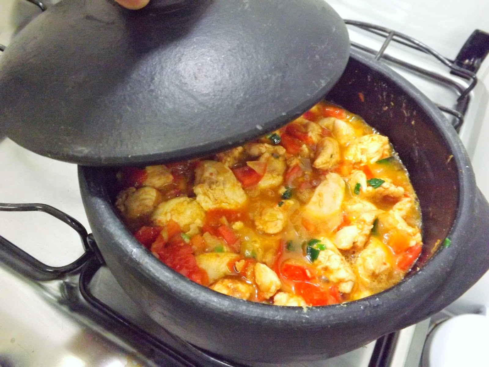 macarrão espaguete com frango na panela de pressão