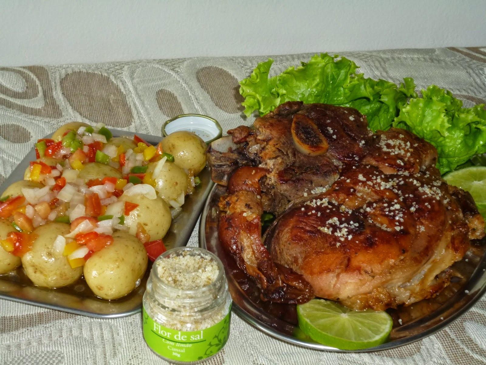 pernil de porco cozido e depois assado