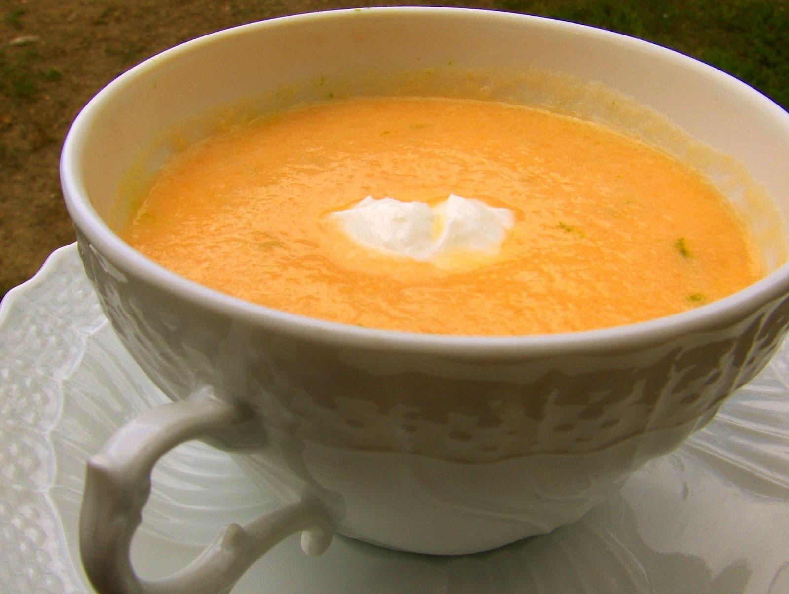 Sopa gourmet de meloa e licor beirão