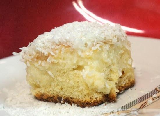 de bolo de coco gelado fácil com massa pronta