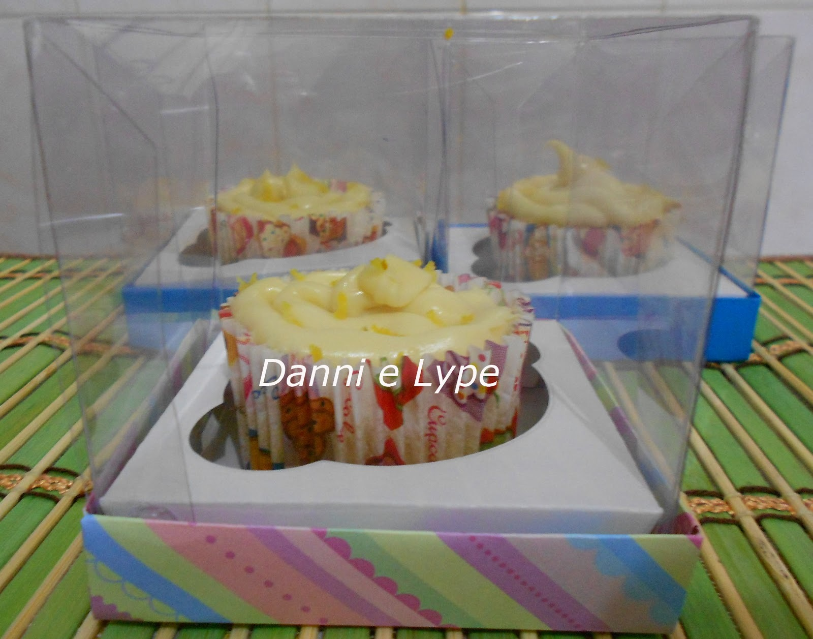 Cupcake de Limão Siciliano Com Farofa Doce