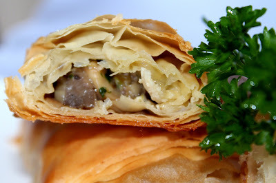Trouglovi sa brie sirom i šampinjonima / Phyllo pastry with brie cheese and musrooms
