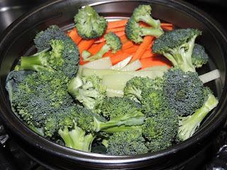 Macarrão com frango e legumes