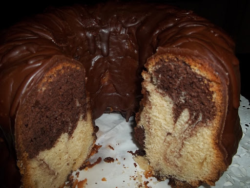 Αφράτο κέικ μαρμπρέ με επικάλυψη μερέντας