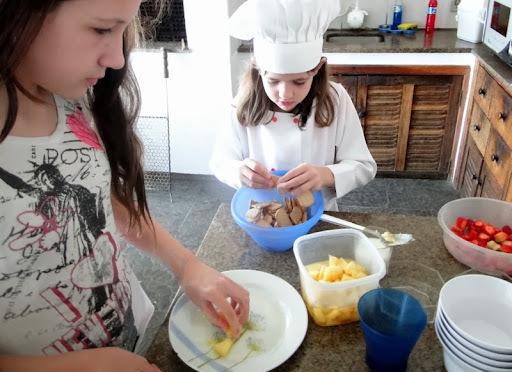 Chef Mirim Malu: Sobremesa com morango e abacaxi
