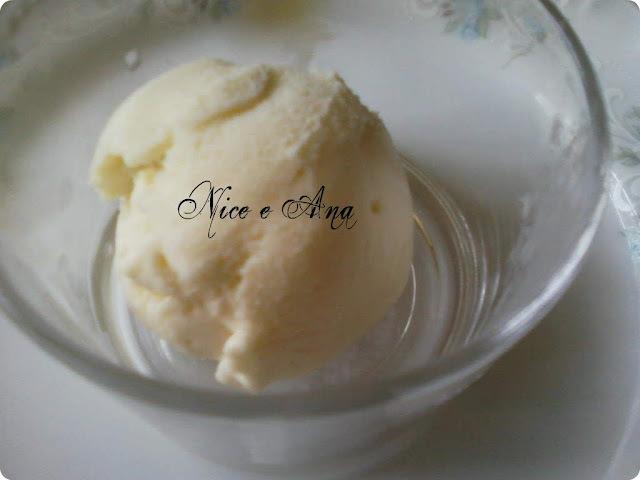 doce de maçã no forno com sorvete