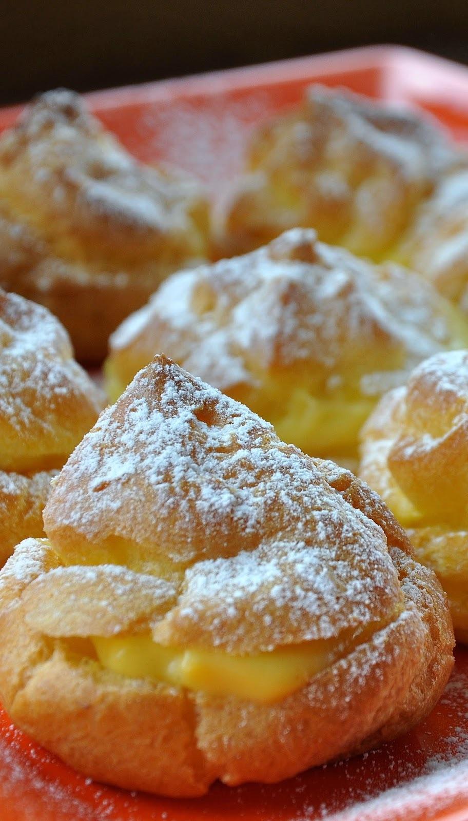 Profiteroles plnené žĺtkovo - vanilkovým krémom