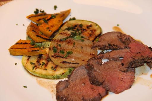Terapia Gastrônomica 3, o prato principal: Rosbife de Filé Mignon com Ervas e Especiarias e Legumes