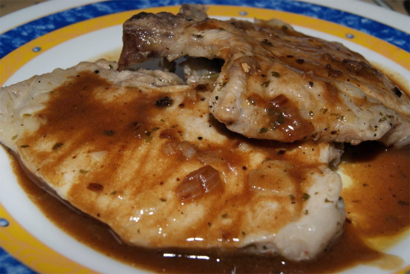 Chuletas de cerdo con salsa de vino