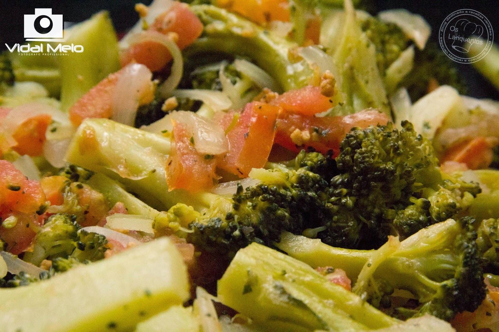 Salada de brocólis com tomates