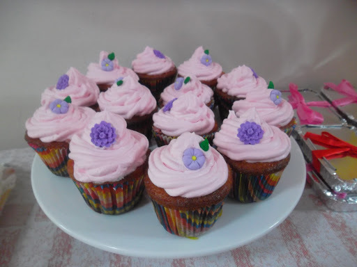 chantilly cor de rosa cupcake