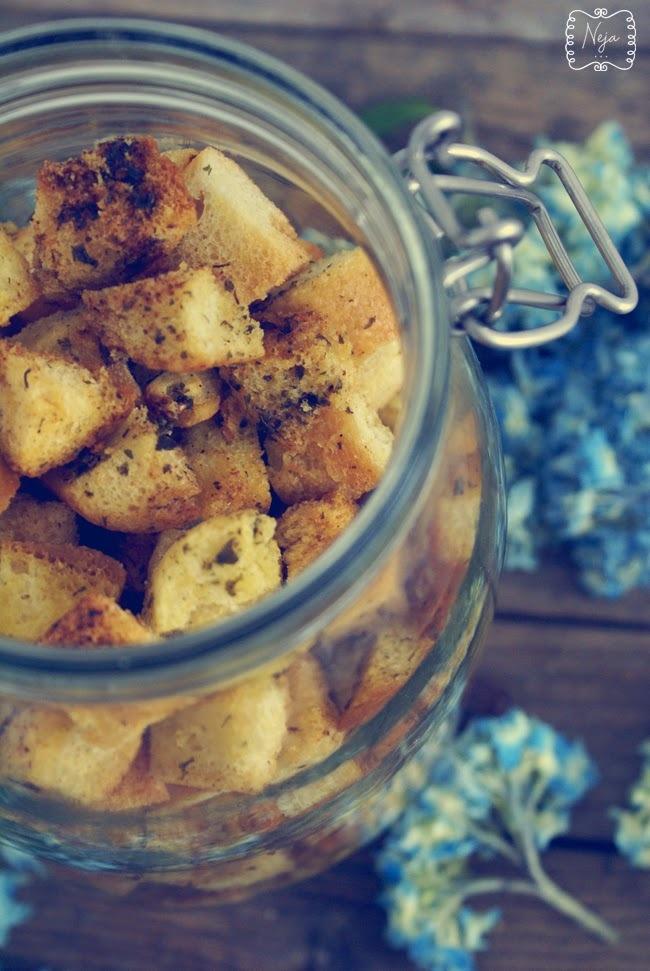 Homemade Croutons / Domače kruhove kocke