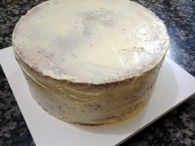Aprenda como prensar bolo na forma / assadeira