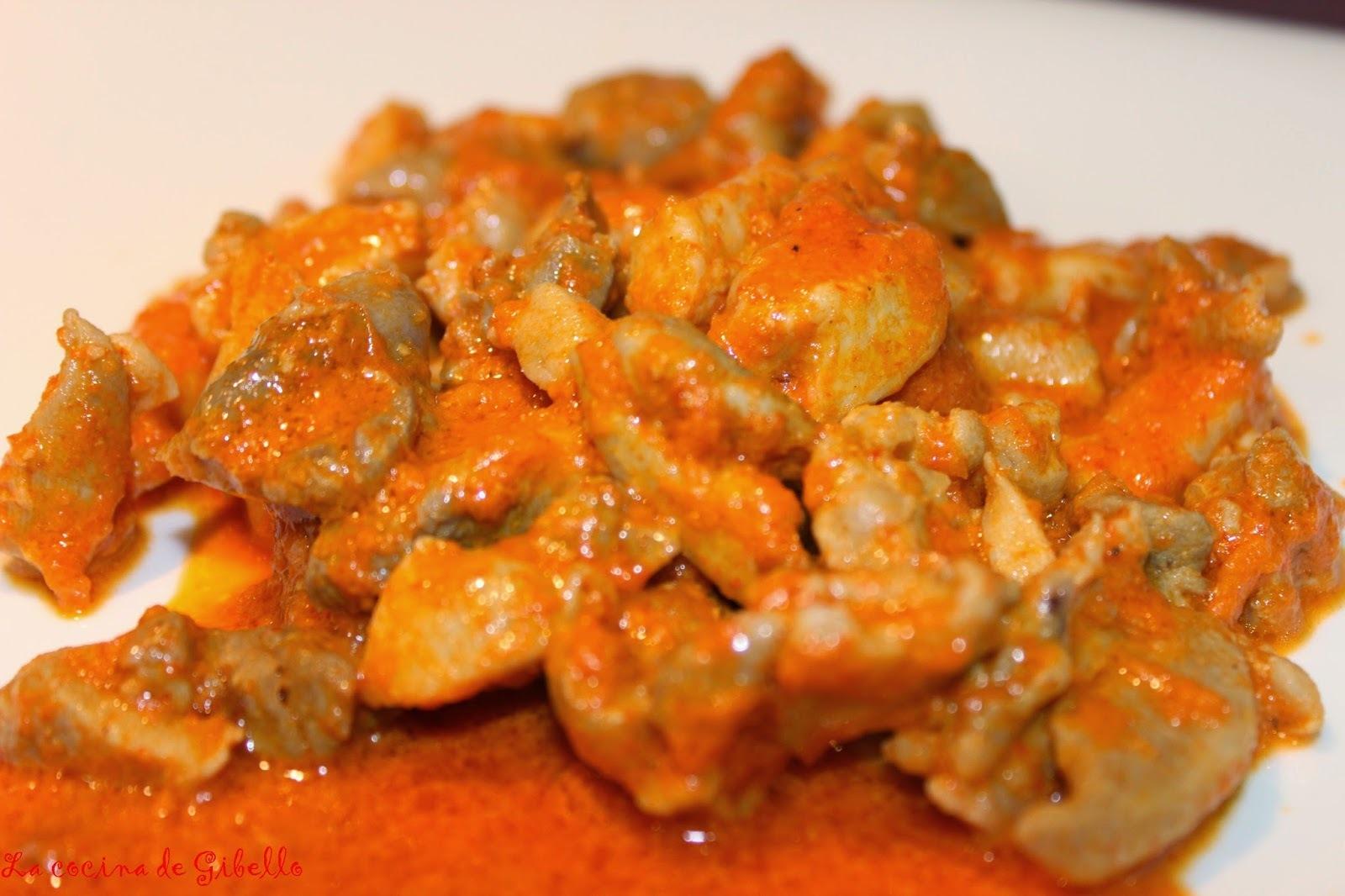 Magro de pollo en salsa de pimientos del piquillo