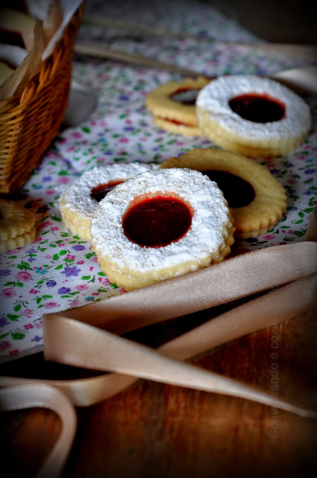 Lunetes - Biscoitinhos recheados de geléia de morango