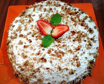 Torta de Nozes com Creme de Leite Condensado e Morangos !