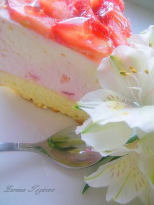 Йогуртно-творожный торт с клубникой