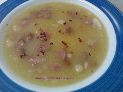 Sopa de Mandioca com Calabresa e Bacon