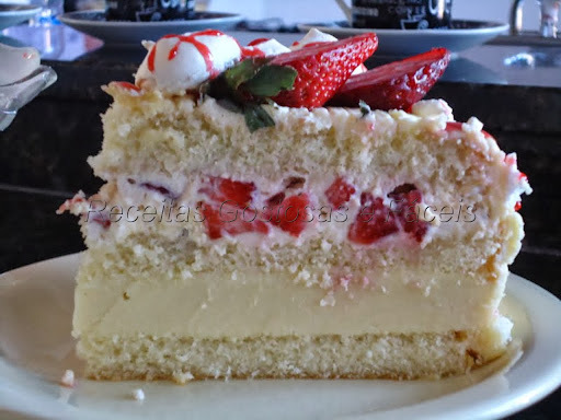 bolo com recheio de trufas branca e mousse branco