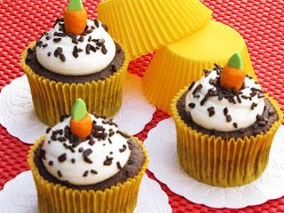 Cupcake de chocolate com cobertura de marshmallow