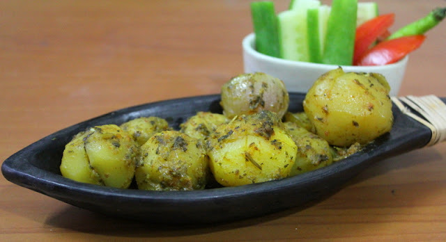 Meha Patata Saye Masale mey  / Apple Gourd / Tinda and Potato Curry