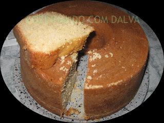 bolo com suco de abacaxi