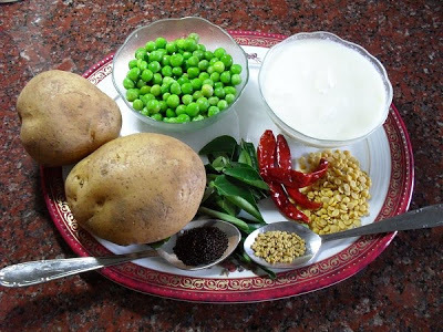 Urulaikizhangu patani thair pachadi - Potato, peas and yogurt salad/raita