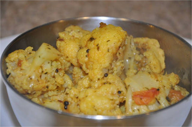 Phool Gobhi aur Kasoori Methi Ki Sabzi (Cauliflower Curry with Dry Fenugreek Leaves)