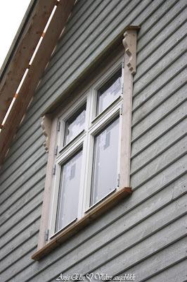 Vakre vindusknekter, vindskeier og vaskeromsdør...♥